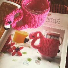 Camille fortin semble avoir un certain talent pour le crochet, pas mal du tout pour une première réalisation ! // Créative n°30 // Mug cosy des tropiques Camille, Crochet, Diy, Mugs, Tableware, Everything, Projects To Try, Beginning Sounds, Dinnerware