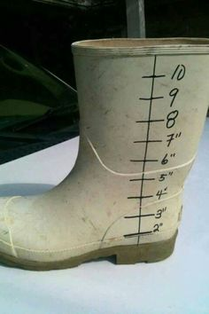Redneck Solutions - Redneck rain gauge.  Someone ought to manufacture these, they'd sell.