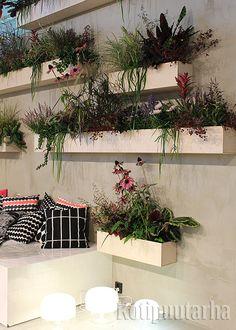 Sisustuksellinen seinäpuutarha Marimekon osastolla. Marimekko, Plants, Home, Ad Home, Plant, Homes, Haus, Planets, Houses