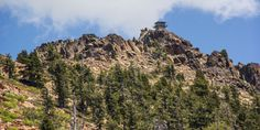 The fire lookout on Sierra Buttes. Local Activities, Local Parks, Day Hike, Walking In Nature, Days Out, Good Day, Monument Valley, Remote, Hiking