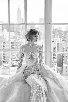 See the complete Zuhair Murad Bridal Spring 2018 collection.