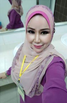 Ootd Hijab, Girl Hijab, Samurai Artwork, Muslim Girls, Beautiful Hijab, Hijab Fashion, Asian Girl, Bikinis, Pretty