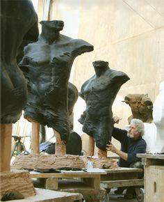 Roberto Santo all'opera http://musapietrasanta.it/content.php?menu=artisti
