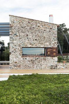 La Pallissa -- stone wall yes please.