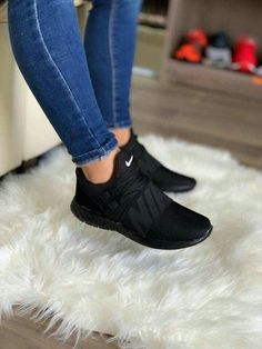 Crazy Shoes, Me Too Shoes, Skinny Jeans Damen, Sneakers Fashion, Fashion Shoes, Nike Fashion, Fashion Outfits, Dress Fashion, Souliers Nike