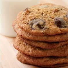 These awesome, lacy EatingWell Chocolate Chip Cookies are given a healthful makeover with oats and whole-wheat flour, and canola oil to replace some of the butter. @eatingwell #potluck