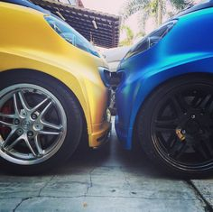 Two smarts go head-to-head. Whose team are you on? Photo via @smartfortwo451 on Instagram
