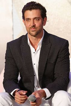 Hrithik Roshan attends the IIFA 2015 press conference held at Grand Hyatt on May 2015 in Mumbai, India. Latest Bollywood Movies, Bollywood Actors, Latest Movies, Hrithik Roshan Hairstyle, Indian Star, Movie Facts, Movie Lines, Best Actor, Hot Guys