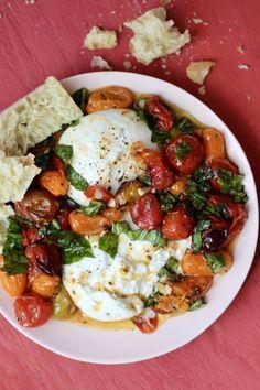 Tomato Appetizers, Yummy Appetizers, Appetizer Recipes, Dinner Recipes, Burrata Recipe, Burrata Salad, Roasted Grape Tomatoes, Ensalada Caprese, Charcuterie Recipes
