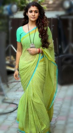 Simple Blouse Designs For Daily Uses - Indian Fashion Ideas Simple Blouse Designs, Saree Blouse Designs, Indian Beauty Saree, Indian Sarees, Nayanthara In Saree, Saree Jewellery, Simple Sarees, Casual Saree, Formal Saree