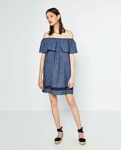Vestido denim off-the-shoulder dress Zara 26€