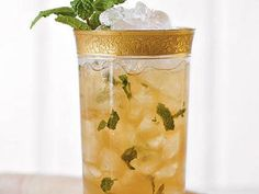 Mint Julep Sweet Tea - 21 New Ways to Enjoy Sweet Tea - Southernliving. Recipe: Mint Julep Sweet Tea This iced cocktail features the best of two classic Southern drinks: the mint julep and sweet tea Sweet Tea Recipes, Iced Tea Recipes, Cocktail Recipes, Drink Recipes, Party Recipes, Summer Recipes, Alcohol Recipes, Bourbon Cocktails, Summer Cocktails