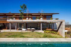 FT Residence by Reinach Mendonça Arquitetos
