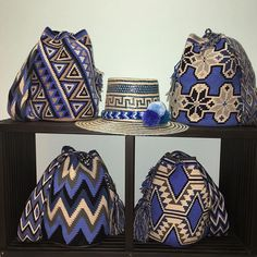 with Variety of designs and colors, made mano.💼👜👡 national and international shipments. Mochila Crochet, Crochet Tote, Crochet Shoes, Crochet Purses, Filet Crochet, Knit Crochet, Tapestry Bag, Tapestry Crochet, Wiggly Crochet