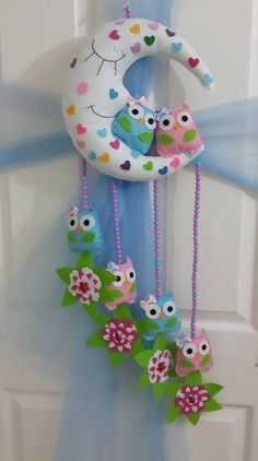 FIELTRO. DECO-MOVIL PARA CUARTOS DE BEBES Felt Crafts, Fabric Crafts, Diy And Crafts, Arts And Crafts, Baby Mobile Felt, Baby Crib Mobile, Diy Y Manualidades, Owl Always Love You, Birthday Diy