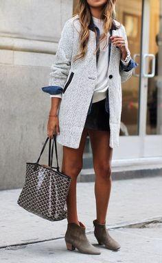 Tweed coat and a Goyard tote Fashion Mode, Love Fashion, Womens Fashion, Street Fashion, High Fashion, Fashion Ideas, Boyfriend Jeans Kombinieren, T Shirt Branca, Looks Street Style