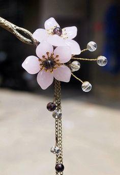 cherry blossom hairpin Head Accessories, Fashion Accessories, Chinese Hairpin, Vintage Hair Combs, Hair Jewels, Ancient Jewelry, Hair Sticks, Hair Ornaments, Pics Art