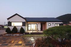 햇살품은 미니멀리즘 주택 [용인 방아리] : 모던스타일 주택 by 윤성하우징