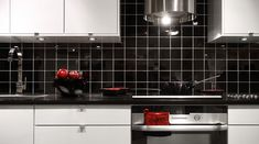 Bilderesultat for kjøkken fliser Kitchen Cabinets, Kitchen Appliances, Double Vanity, Stove, Bathroom, Google Search, Home Decor, Restaining Kitchen Cabinets, Diy Kitchen Appliances
