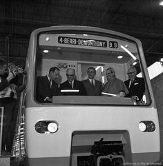 Livraison des première voitures du métro en présence du maire Jean Drapeau, du président Lucien Saulnier, du cardinal Paul-Émile Léger et de Lucien L'Allier, photo de Robert Vandensteene, 24 août 1965, VM94-M162-030