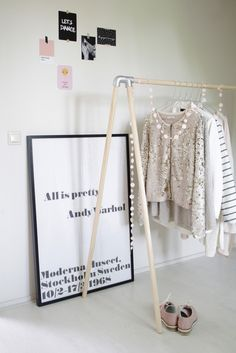 A diy clothes rack | This is so cool , also with the lights, they make it special !
