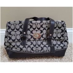 Authentic Coach Signature Handbag 100% Authentic....Excellent Condition...No Trades ‼️ Price is Final. Thanks Coach Bags Satchels