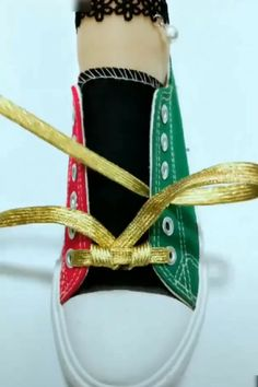 - New Ideas Diy Clothes And Shoes, Diy Clothes Videos, Clothes Crafts, Ways To Lace Shoes, How To Tie Shoes, Shoelace Tying, Kise Kuroko, Eye Lens Colour, Hand Embroidery Videos