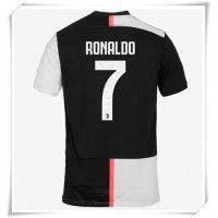 Camisa de Futebol Juventus Cristiano Ronaldo #7 Equipamento Principal 2019-20 Manga Curta Cristiano Ronaldo 7, Camisa Juventus, Football Shirts, Real Madrid, Liverpool, Guys, Soccer Store, Soccer Socks, Soccer Uniforms