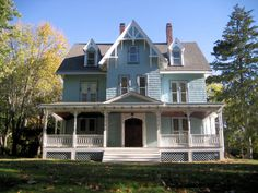 This website rocks my world. It is my sincere hope to own a Victorian and make it into something special. This site has SO many useful DIY tips.