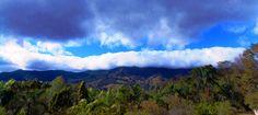 Nuvens tenebrosas cobrem a cumieira da Serra