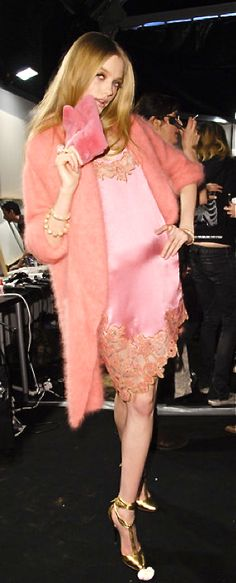 Blumarine at Milan Fashion Week Fall 2008 - Backstage Runway Photos Fur Fashion, Pink Fashion, Couture Fashion, Love Fashion, Runway Fashion, Fashion Show, Fashion Outfits, Fashion Design, Chanel