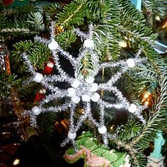 cute pipe cleaner snowflake ornament. Also try in red to look like poinsettia