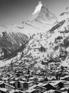 Morning Town View with Matterhorn, Zermatt, Valais, Wallis, Switzerland Photographie par Walter Bibikow sur AllPosters.fr