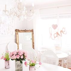 Top 50 Prettiest & Most Inspiring Home Decor I have been so inspired lately by all of these pretty homes that I wanted to pass the inspiration over to you! It's spring and that's a great time for getting your home nice and spiffy & for also making some... #top50prettiestmostinspiringhomedecor