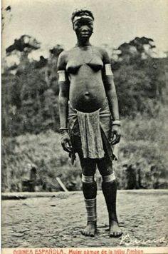 Tipica mujer Fang durante la colonia Española.  Guinea Ecuatorial.