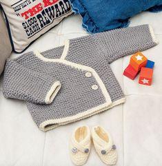Gilet croisé asymétrique au point mousse facile à tricoter. Modèle pastel, fermeture par deux boutons en fonction de la taille tricoté en'Laine PHIL HARMONY'. Modèle tricot n°24 du catalogue N° 112 : Bébés et enfants - Automne/Hiver 2014