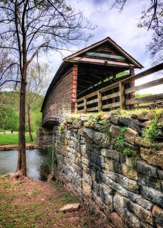 Humpback Covered Bridge, Virginia (****See Pins with other views. Old Bridges, Virginia Is For Lovers, All Nature, Amazing Nature, Old Barns, Covered Bridges, Old Buildings, Architecture, Paths
