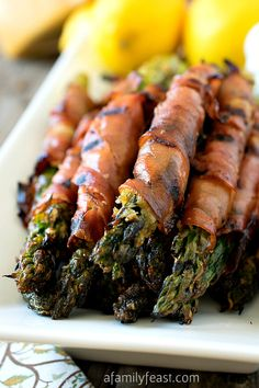 Parmesan-Coated Asparagus Wrapped in Prosciutto - Not your typical version of this classic appetizer! I LOVE ASPARAGUS Vegetable Side Dishes, Vegetable Recipes, Prosciutto Wrapped Asparagus, Parmesan Asparagus, Asparagus Spears, Asparagus Appetizer, Gula, Good Food, Yummy Food