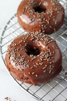 Chocolate Sour Cream Donuts - Soft, super chocolatey sour cream donuts are baked up to pure perfection before taking a dunk in a rich, chocolate glaze! Chocolate lovers – these are sure to be a new fa(Chocolate Glaze Salted Caramels) Chocolate Glaze, Chocolate Recipes, Chocolate Lovers, Chocolate Donuts, Delicious Donuts, Delicious Desserts, Healthy Donuts, Sour Cream Donut, Just Desserts