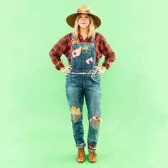Cute DIY Scarecrow costume for adult. You'll love these modest Halloween costumes for women, modest Halloween costumes for teens, and easy modest Halloween costumes that you can wear for work and for school. Work Appropriate Halloween Costumes, Diy Couples Costumes, Diy Halloween Costumes For Women, Hallowen Costume, Last Minute Halloween Costumes, Halloween Outfits, Halloween Diy, Costume Ideas, Group Halloween