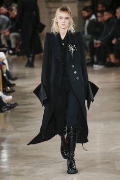 Ann Demeulemeester Fall 2018 Menswear Fashion Show Collection / juliehurst.net