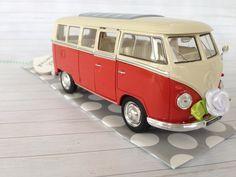 Geldgeschenk zur Hochzeit vintage VW Bulli verschiedene Farben über  http://de.dawanda.com/product/107623179-hochzeitsauto-vw-bus-t1-rotweiss-geldgeschenk