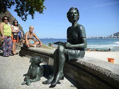 Bairro do Leme, na Zona Sul do Rio, ganhou estátua da escritora Clarice Lispector (Foto: Fernando Frazão/Agência Brasil)