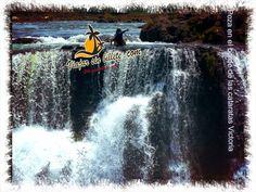 Poza en el borde de las cataratas Victoria