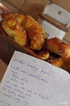 domace rozky z piva :) Czech Recipes, Home Baking, Thing 1, Dumplings, Bread Baking, Pain, Hot Dog Buns, Food And Drink, Cooking Recipes