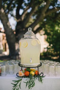 Carmel Valley Wedding from Delbarr Moradi + Simone - Cocteles Bebidas Drink Table, A Table, Coffee Break, Drink Dispenser, Party Drinks, Wedding Sets, Wedding Prep, Party Planning, Party Time