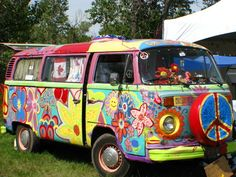 can't wait to have a hippie bus ha Hippie Auto, Hippie Car, Hippie Style, Hippie Life, Volkswagen Bus, Vw T1, Vw Camper, Campers, South Country