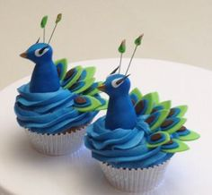 peacock cup cakes