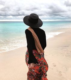 Image about beach in hijab by zeyneb on We Heart It – travel outfit summer Hijab Fashion Summer, Modern Hijab Fashion, Street Hijab Fashion, Muslim Fashion, Dress Fashion, Beach Ootd, Outfit Beach, Beach Casual, Muslim Swimwear