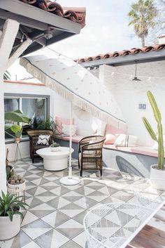 DIY Outdoor Umbrella Ideas For More Comfort Backyard That Everyone Will Love # # Outdoor Spaces, Outdoor Living, Outdoor Decor, Outdoor Kitchens, Patio Tiles, Outdoor Tiles Patio, Ikea Outdoor Flooring, Outdoor Patios, Balkon Design